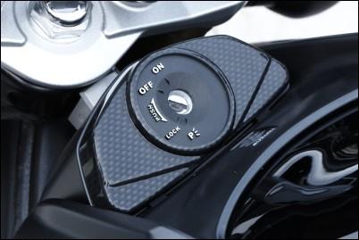 Zündschlossabdeckung, Carbon Optik für Suzuki GSR750 BJ. 2011-2016/ GSR600 BJ. 2006-2011